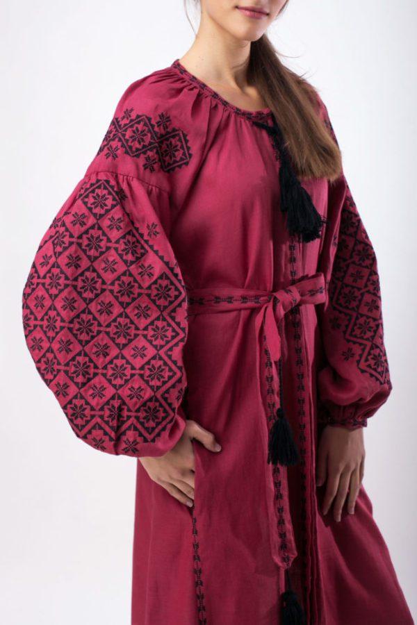 Платье с вышивкой Ясные зори бордо/черный