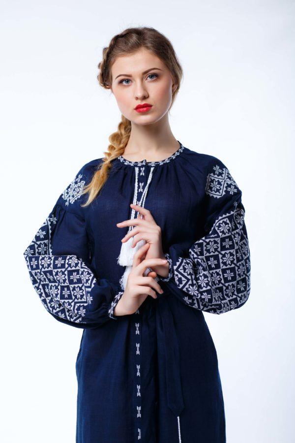 Платье с вышивкой Ясные зори темно-синий/белая