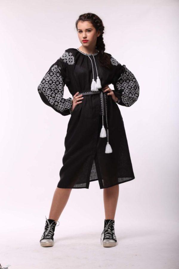 Платье с вышивкой Ясные зори черное/белая