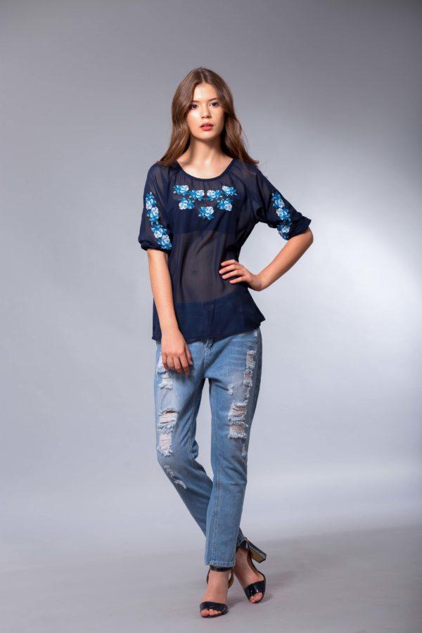 Женская вышиванка Розочки нежность синий шифон