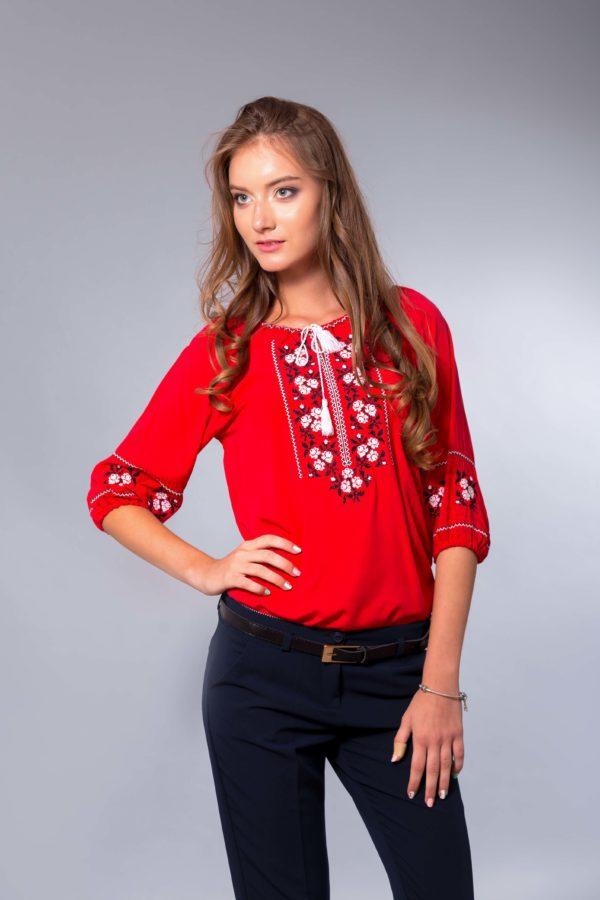Женская вышиванка Комсомольская розочка красная