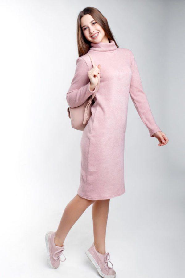 Теплое платье ровное пудра