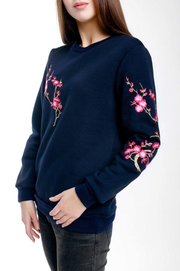 Свитшот с вышивкой Сакура темно-синий