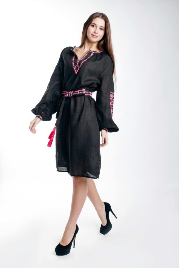 Платье с вышивкой Ломаная ветка черный/фуксия