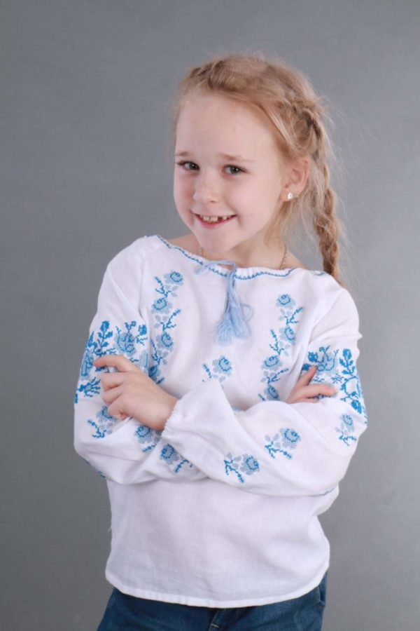 Вышиванка для девочки Розочки голубой