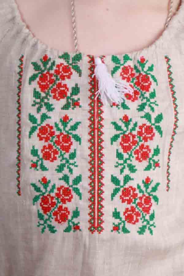 Вышиванка для девочки Розочки беж