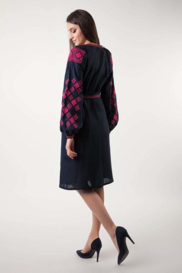 Платье в вышивкой Окошки темно-синий/фуксия
