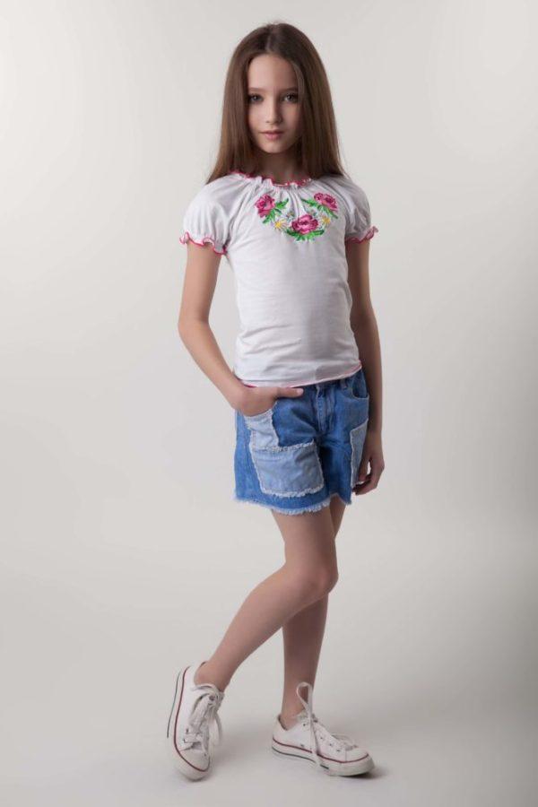 Вишита футболка для дівчинки
