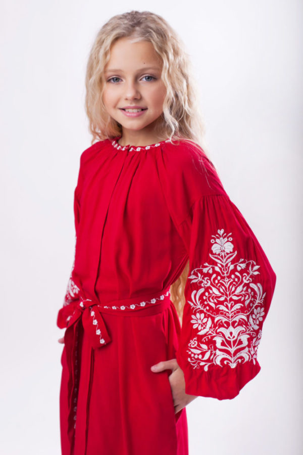 Вишита сукня для дівчинки