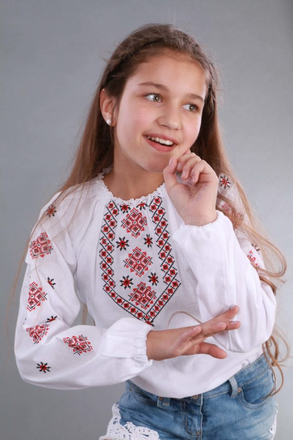 Вышиванка для девочки Орнамент