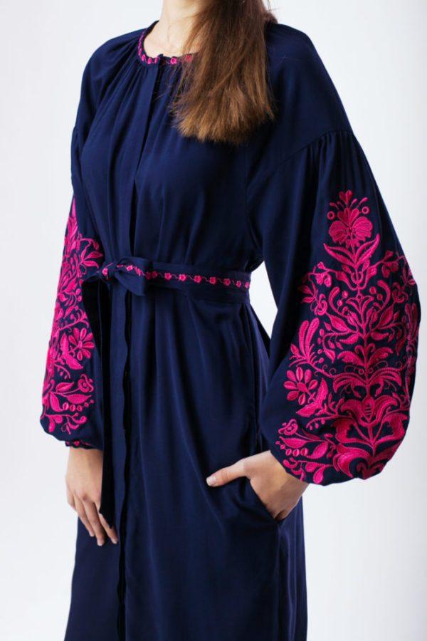 Платье с вышивкой Дерево жизни темно-синий/фуксия
