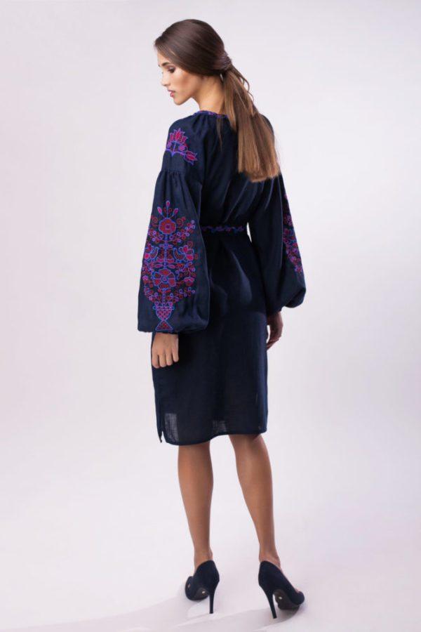Платье с вышивкой Цветущий сад темно-синий/красный
