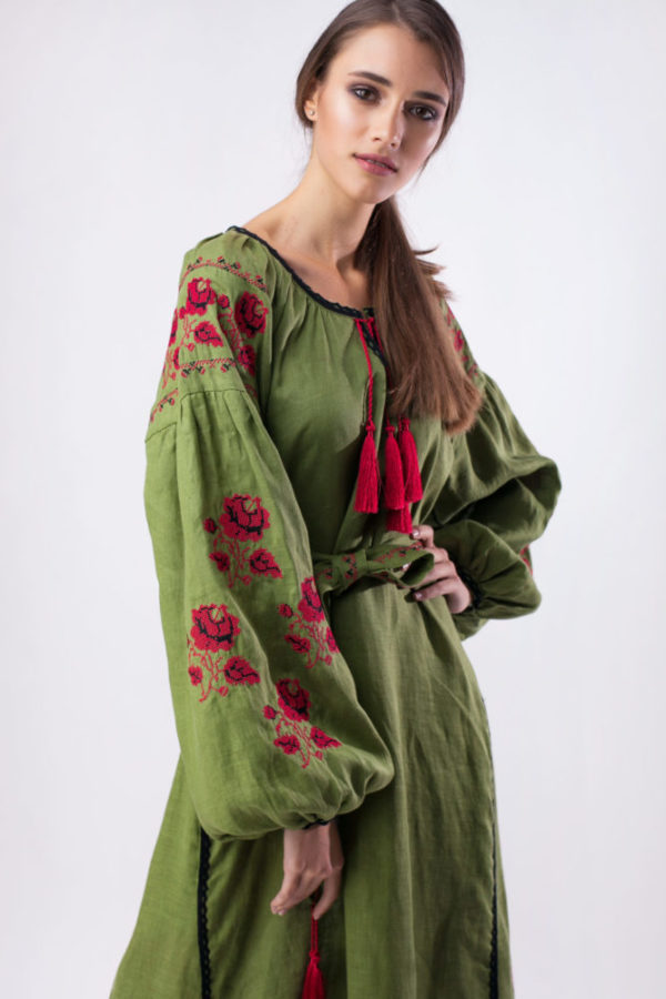 Платье с вышивкой Роза хаки/красный